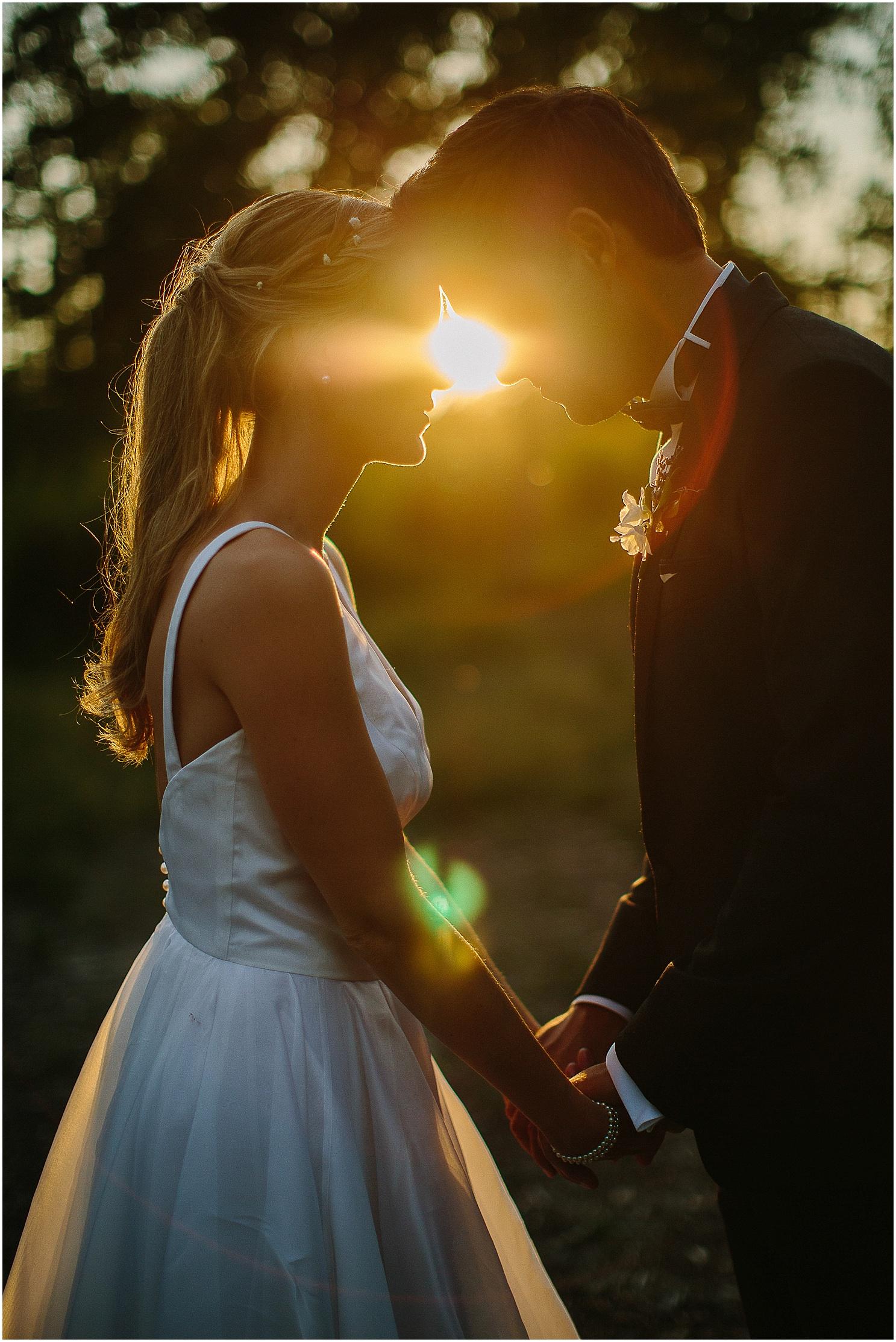 photos de couple au domaine de petiosse au coucher de soleil