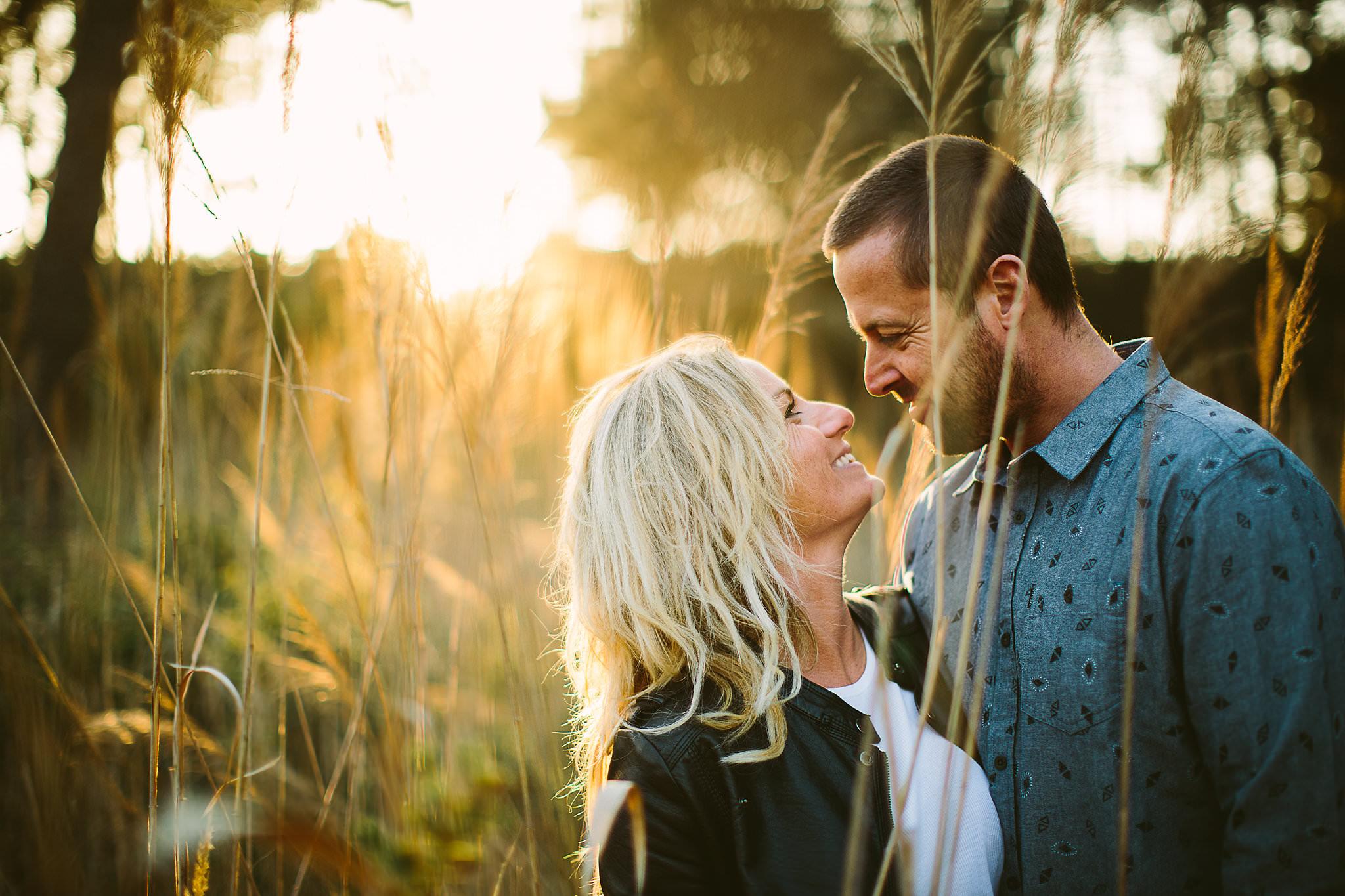 lumière sur couple photographié a seignosse par claire saucaz photographe