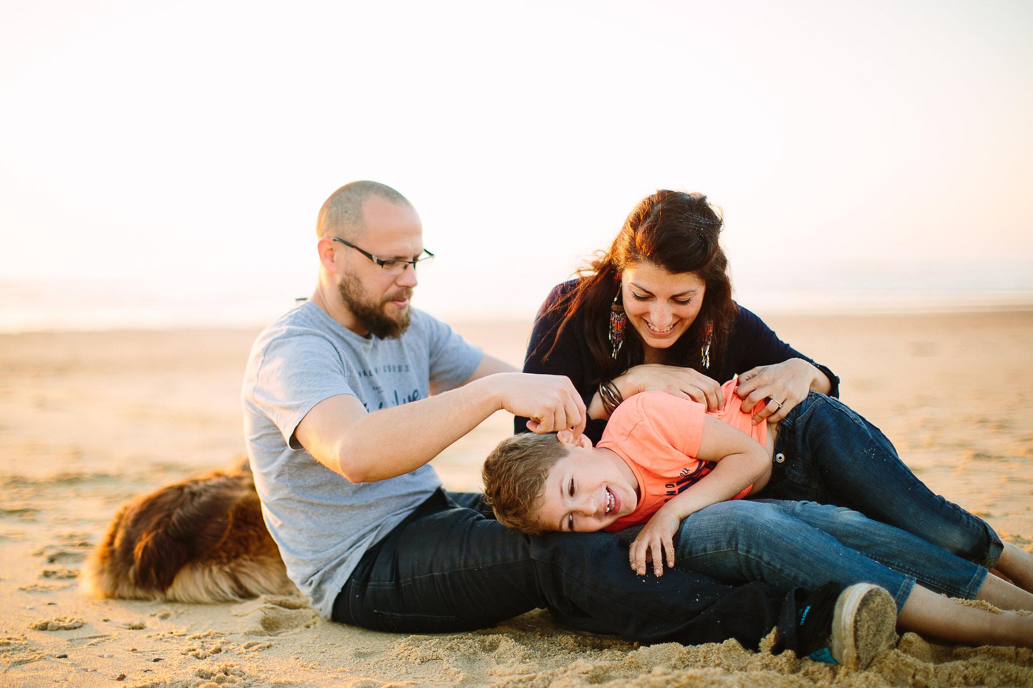 seance photo famille a biarritz avec claire saucaz photographe