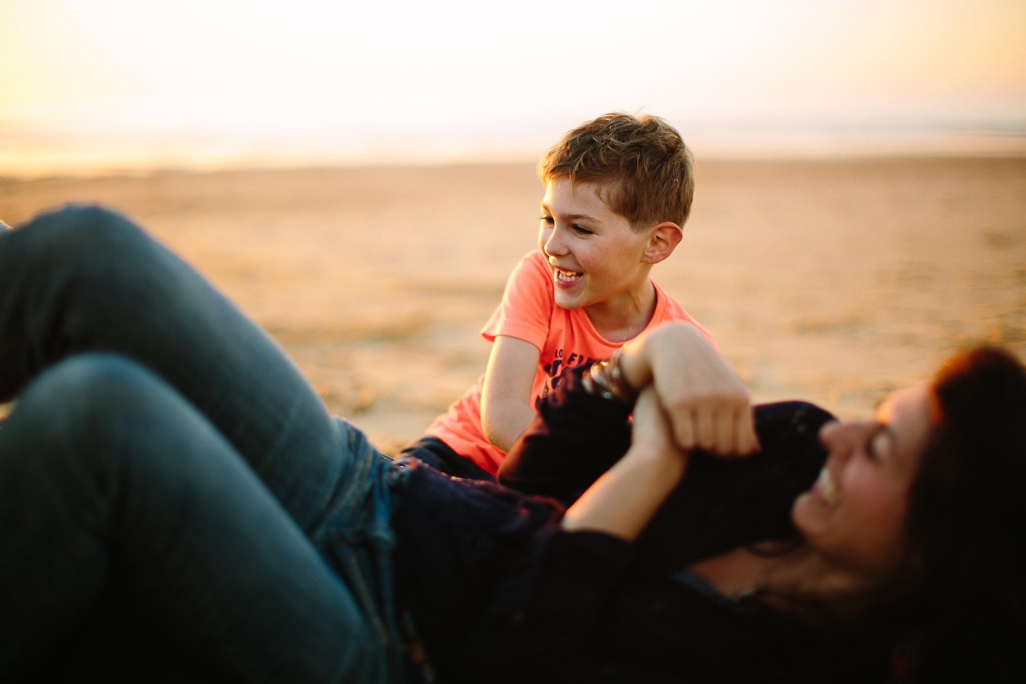 fils et sa maman par claire saucaz photographe a hossegor