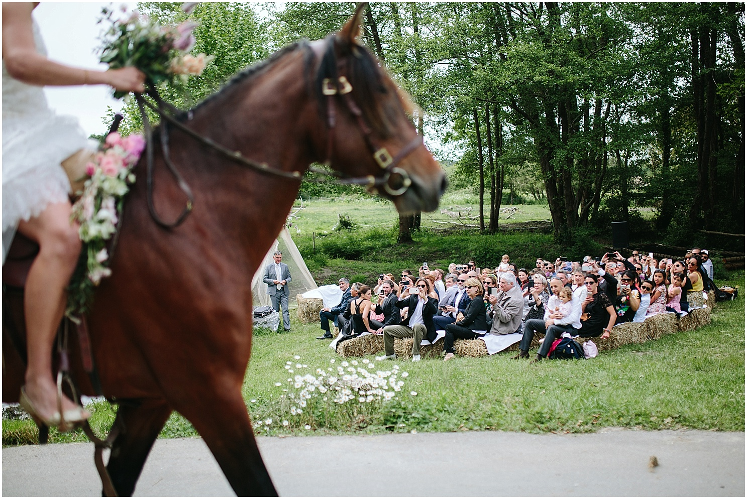 arrivée a cheval mariage coco barn
