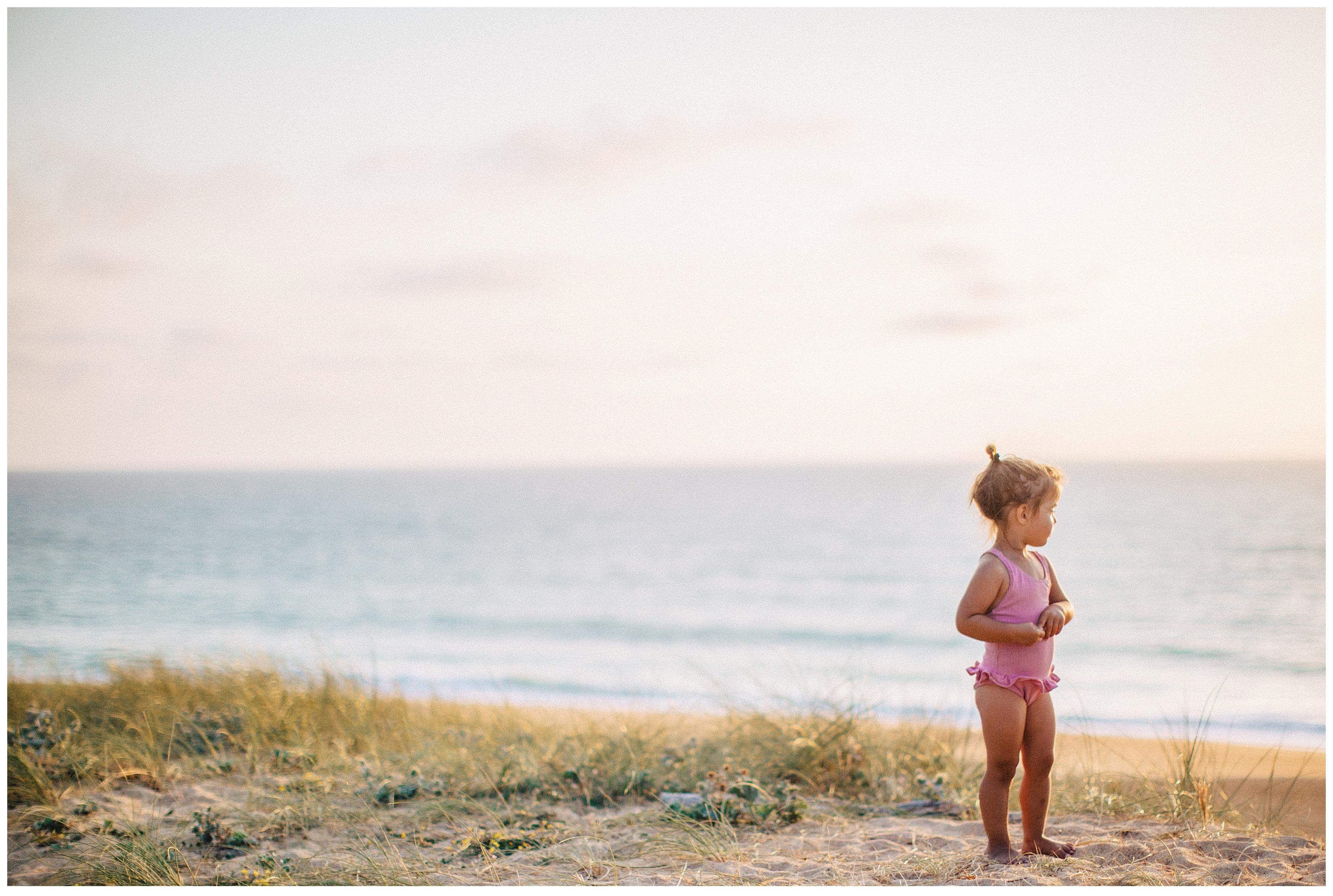 petite fille a l'ocean